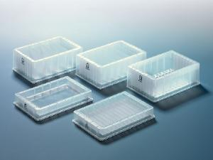 Reagent reservoirs for multi-channel pipettes and automatic systems